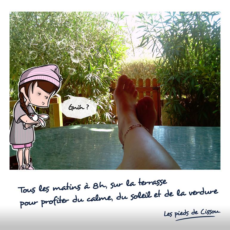 Les pieds de Cissou sur la terrasse