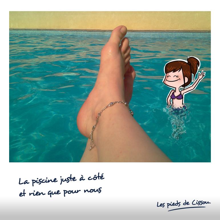 Les pieds de Cissou à la piscine