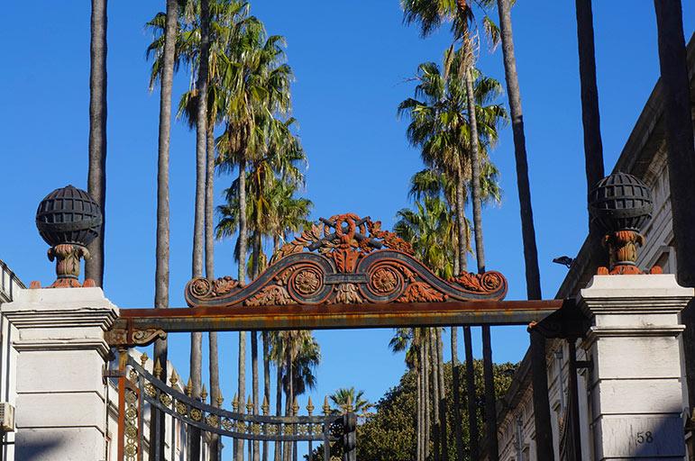 Le portail d'entrée du Jardin Botanique